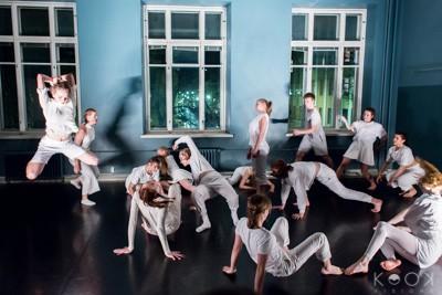 Kuvauspalvelut yrityksille, tanssikouluille ja tanssijoille! Tanssijoiden kuvaus studiossa tai esityksessä lavalla tai kenraaliharjoituksessa.